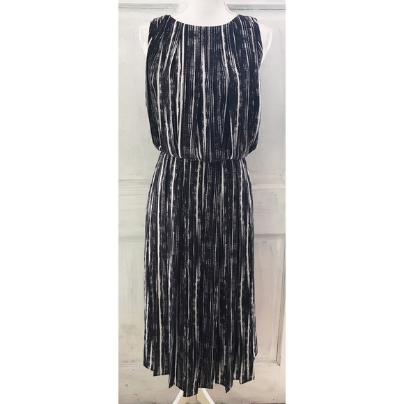 26e583b870d Banana Republic Dresses   Skirts - NWOT Banana Republic Graphic Striped  Midi Dress 6